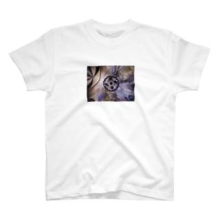 草笛鈴 / RIN KUSABUEのステンドグラスとシャンデリア 円 T-shirts