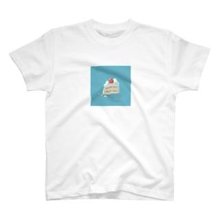 食べかけのショートケーキ T-shirts