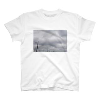 曇り空の日 T-shirts