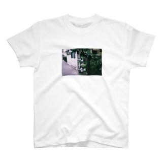 路地裏の紫陽花 T-shirts