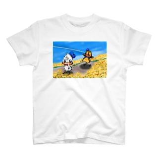 菜の花畑 の2匹 T-shirts