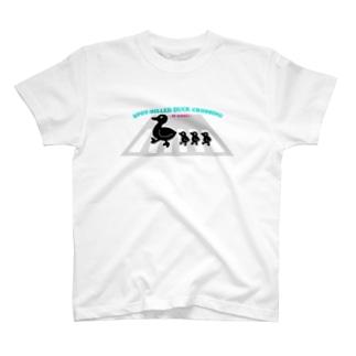 カルガモ親子の引越し T-shirts