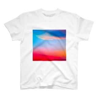 ひのまる弁当グアムの赤富士初夢一富士 T-shirts