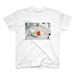 旅先のオムライス T-shirts