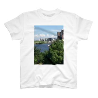 街並み 東京スカイツリーを添えて T-shirts