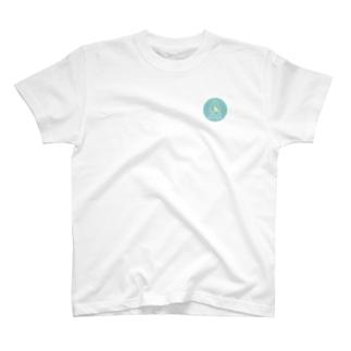ウクレレをもっています(サークル) T-shirts