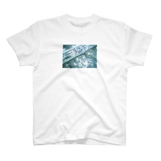 木漏れ日、歩道橋 T-shirts