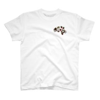 いちご好きの仲良し猫ちゃんず T-shirts