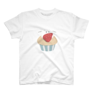 カップケーキに乗るハムスター(パールホワイト) T-shirts