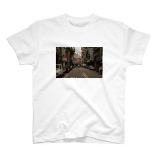 雨の日の台北の路地 T-shirts