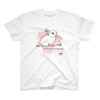 うさぎ(桃色) T-shirts