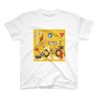 工事現場に現れる魔女 T-shirts