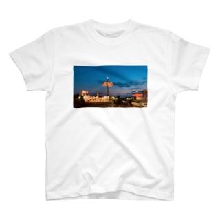 くれなずむ T-shirts