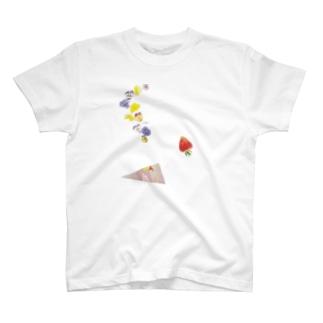 ビオラとイチゴと恋の三角 T-shirts