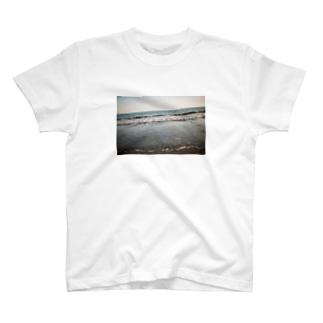 由比ヶ浜 T-shirts