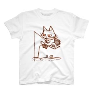 釣りをする猫 T-shirts