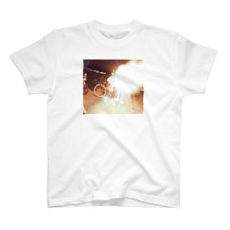手持ち花火の火力高すぎん?Tシャツ T-shirts