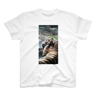 眠いトラ T-shirts