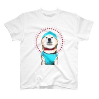レインコートを自信満々に着こなす柴犬 T-shirts