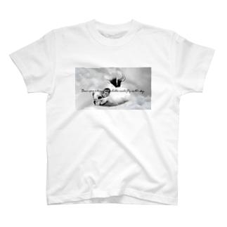 空飛ぶチンチラ T-shirts