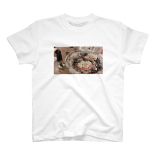 かわいい女たちがたべたにく T-shirts