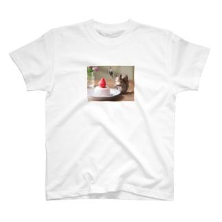 もぐもぐリスさんとイチゴババロア T-shirts