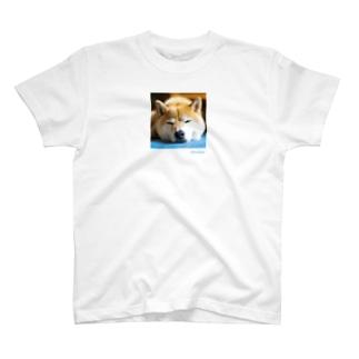 微睡むinu T-shirts