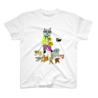 面倒見のよいねこ T-Shirt