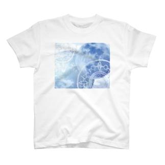 目覚める月 地球バージョン T-shirts