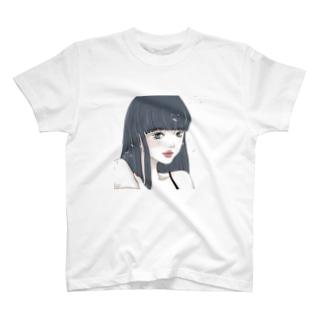 黒髪ロングの女の子 背景白 T-shirts