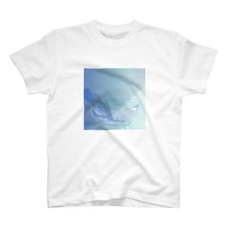 朝のチューリップ T-shirts