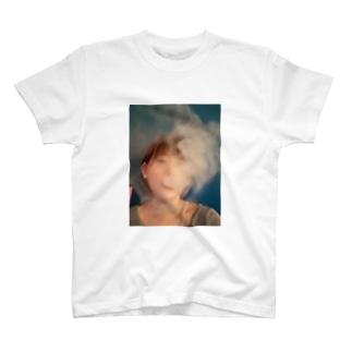 シーシャを吸うわたくし T-shirts