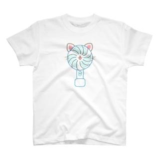 大人のためのねこ型ポータブル扇風機さん T-shirts