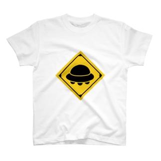 UFO注意 道路標識 T-shirts