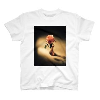 バラの花 T-shirts