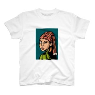 柿の種の耳飾りの少女 T-shirts