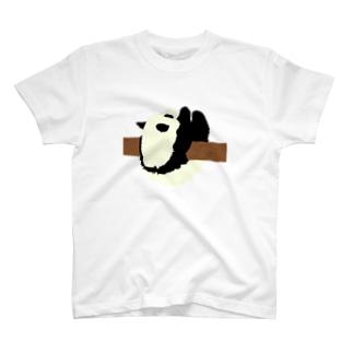 戯れるパンダ T-shirts