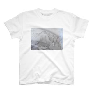 山と少年(モノクロ) T-shirts