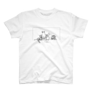 5匹のネコ T-shirts