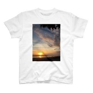 Sunset@Seminyak beach T-shirts