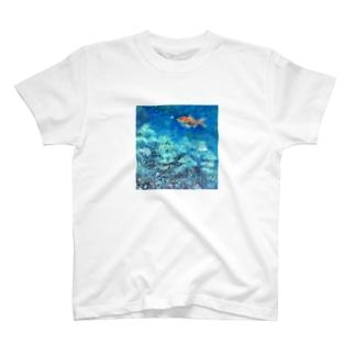 森游ぐ魚 T-shirts