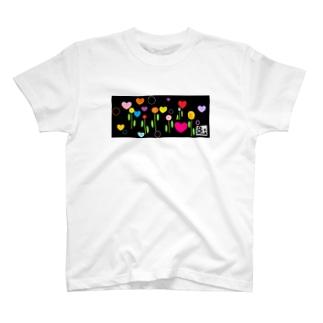 北欧風 ハート花。 T-shirts