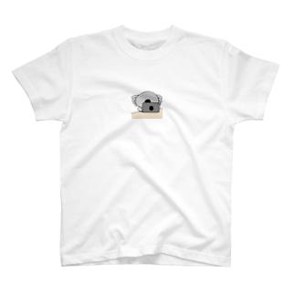 コアラお仕事中 T-shirts