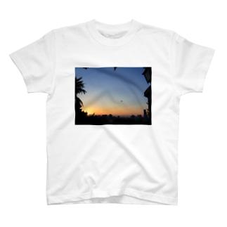明日へ T-shirts