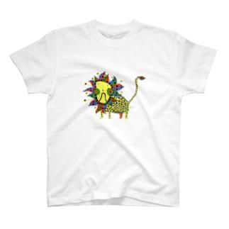 幸せそうなライオン T-shirts