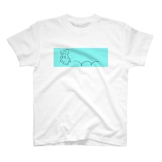 お急ぎうさぎ T-shirts