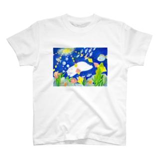 海の中 T-shirts