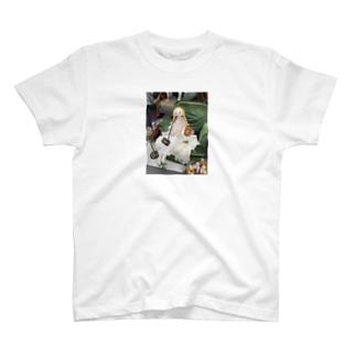 フランス パリの蚤の市の人形 T-shirts