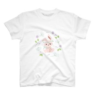 うさぎとカスミソウ T-Shirt
