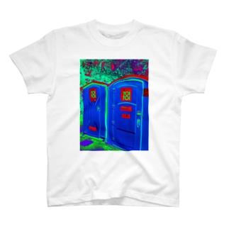 ポーランドのトイトイ簡易トイレ T-shirts